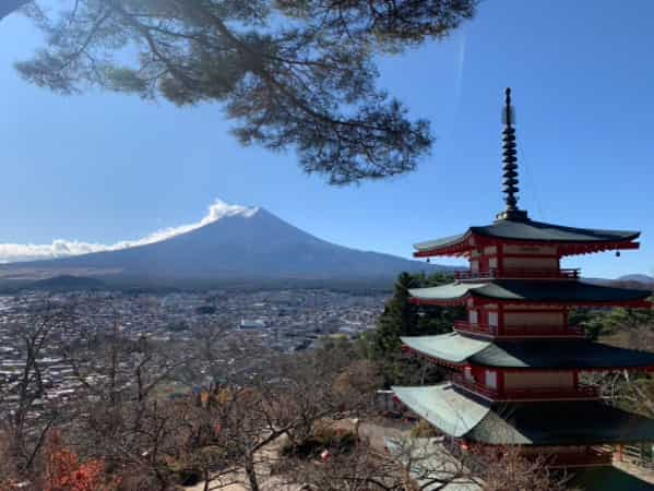 北口本宮冨士浅間神社から見た富士山と五重の塔
